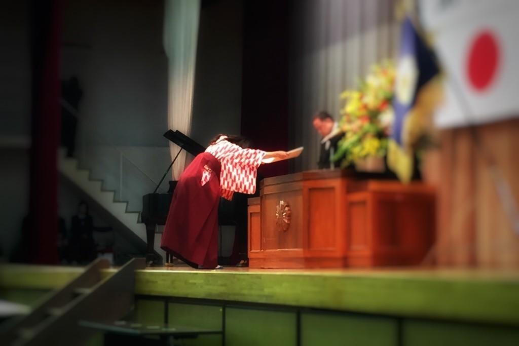 卒業式-卒業証書授与